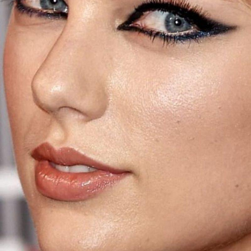 También su piel grasosa. Foto:vía Celebrity Closeup/Tumblr