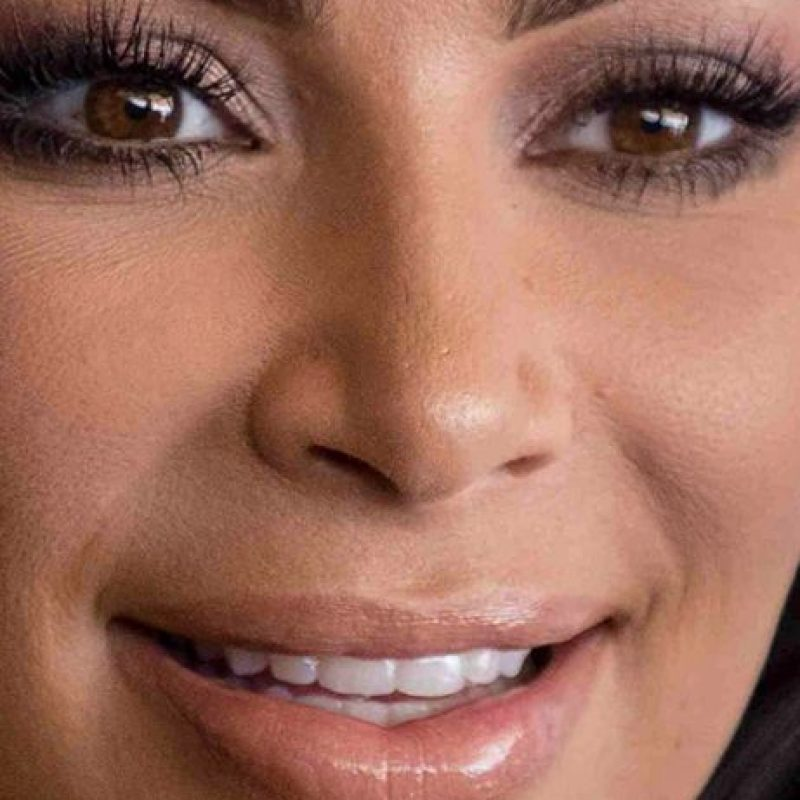 Kim Kardashian y las capas de su contouring. Foto:vía Celebrity Closeup/Tumblr