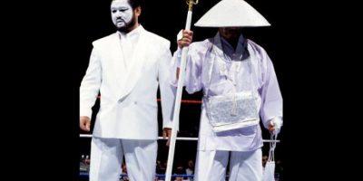 Shinja, mánager de Hakushi, se pintaba la cara de blanco para combinar con su traje Foto:WWE