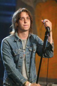 Participa como el vocalista y compositor de la banda. Foto:Getty Images