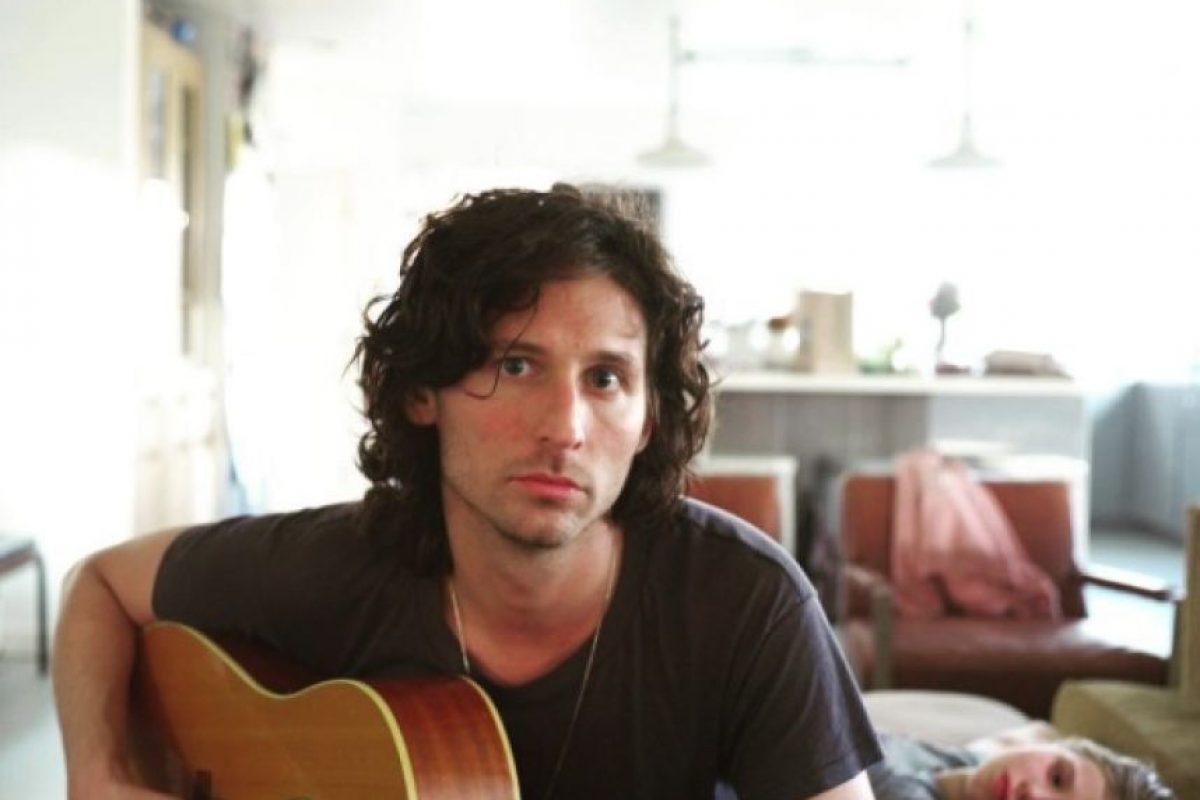 Aunque sus apariciones con The Strokes se han reducido, su guitarra sigue sonando en canciones de famosos artistas como Sia. Foto:vía instagram.com/amandadecadenet