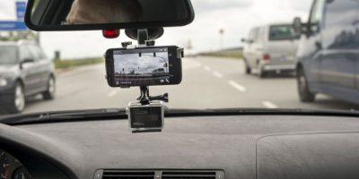 Video: Mujer se baja de vehículo en marcha y provoca insólito accidente