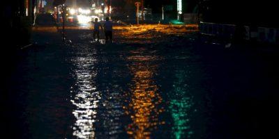 """El gobierno estableció un centro de emergencias y el primer ministro, Shinzo Abe, dijo en una reunión de ministros que la lluvia """"sin precedentes"""" había provocado una emergencia. Foto:AP"""