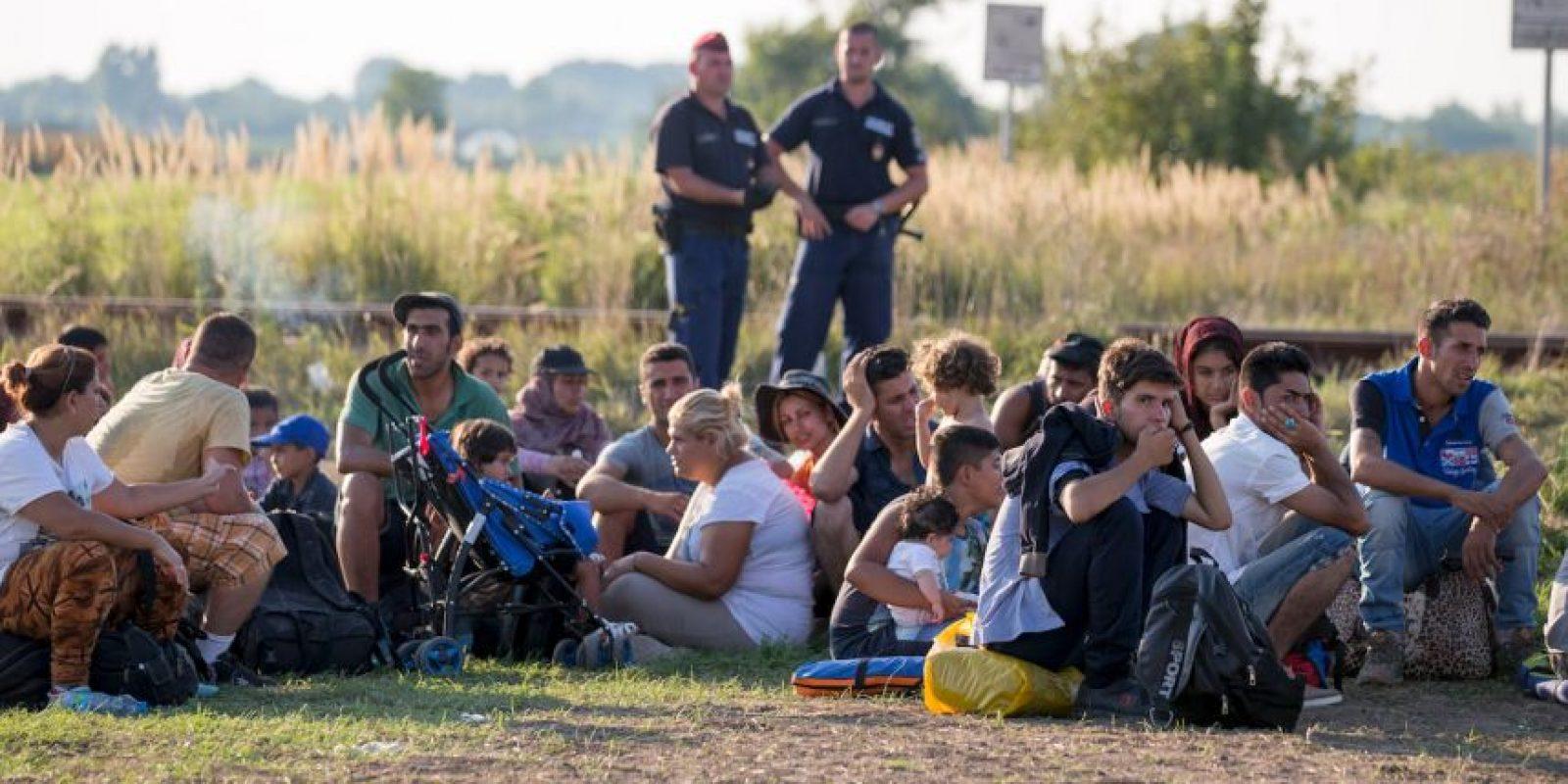 El junto a otros migrantes se encontraban en medio de la frontera entre Macedonia y Grecia. Foto:Getty Images