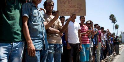 Refugiado sirio toca el Himno a la Alegría en violín al llegar a Europa