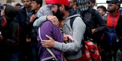 """A su llegada a Alemania, cientos de migrantes recibieron un trato """"humano y humanitario"""" por parte de la policía y los residentes de Munich. Se les entregó agua, comida y ropa. Foto:Getty Images"""
