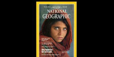 Junio 1985. El fotógrafo Steve McCurry tomó la imagen de una joven en Pakistán, que cautivó a millones en todo el mundo. Foto:Vía nationalgeographic.com
