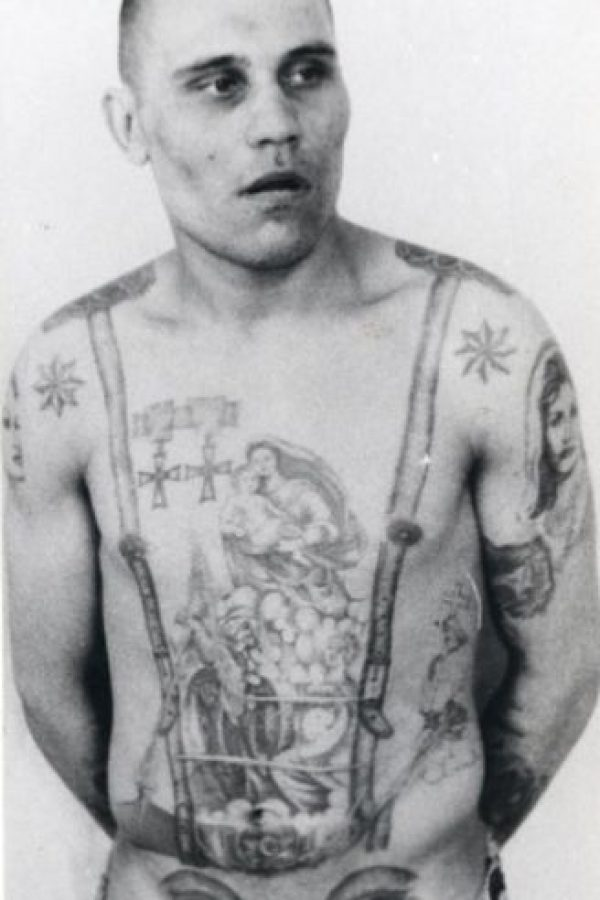 Los ojos bajo el estómago indican que el preso es homosexual Foto:Vía Fuel-design