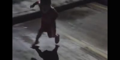 "Video: Este niño se ""aterrorizó"" con su propia sombra"