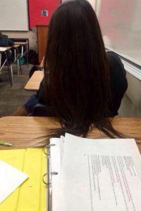 4. Ella siempre molestaba a su compañero con su cabello. Foto:Imgur