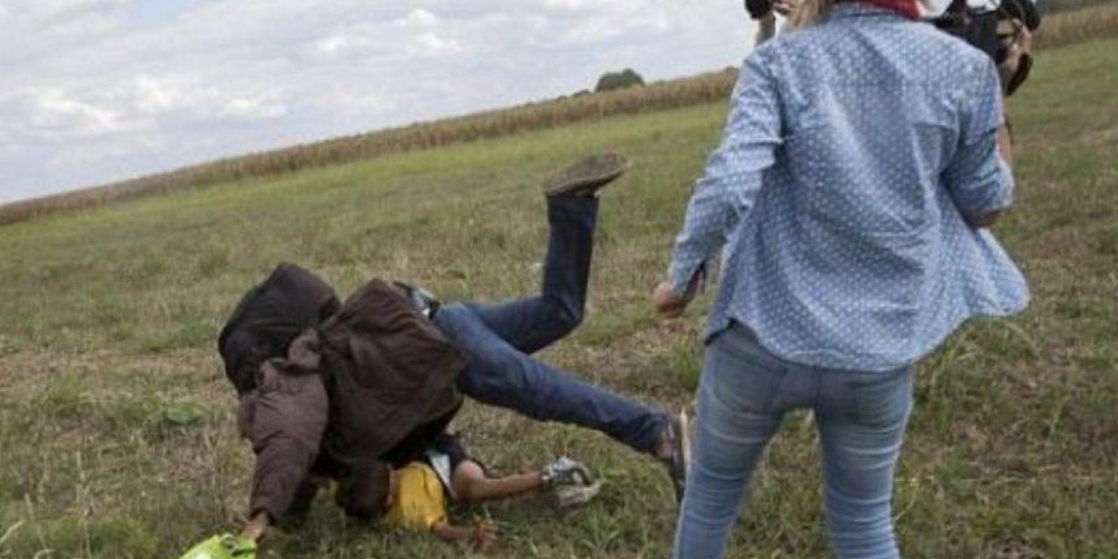 Petra László se dio a conocer por sus patadas y zancadillas contra refugiados. Foto:Vía Twitter @PetraLaszlo
