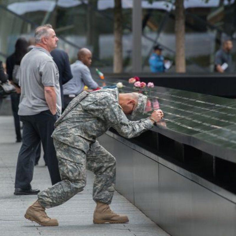 Un militar en la zona cero. Foto:AP
