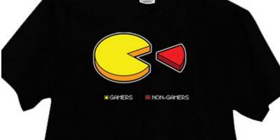 """Esta camiseta muestra la proporción de """"gamers"""" y no """"gamers"""" haciendo alusión al videojuego """"Pac-Man"""" Foto:Vía """"gameinformer.com"""""""