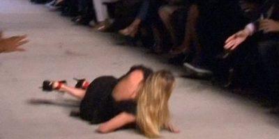 Candice Swanepoel se cae en plena pasarela de la New York Fashion Week