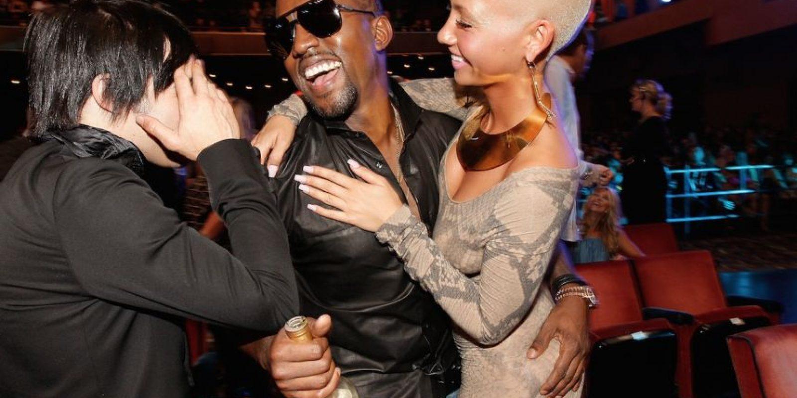 Tocando el trasero de Amber. Foto:Getty Images