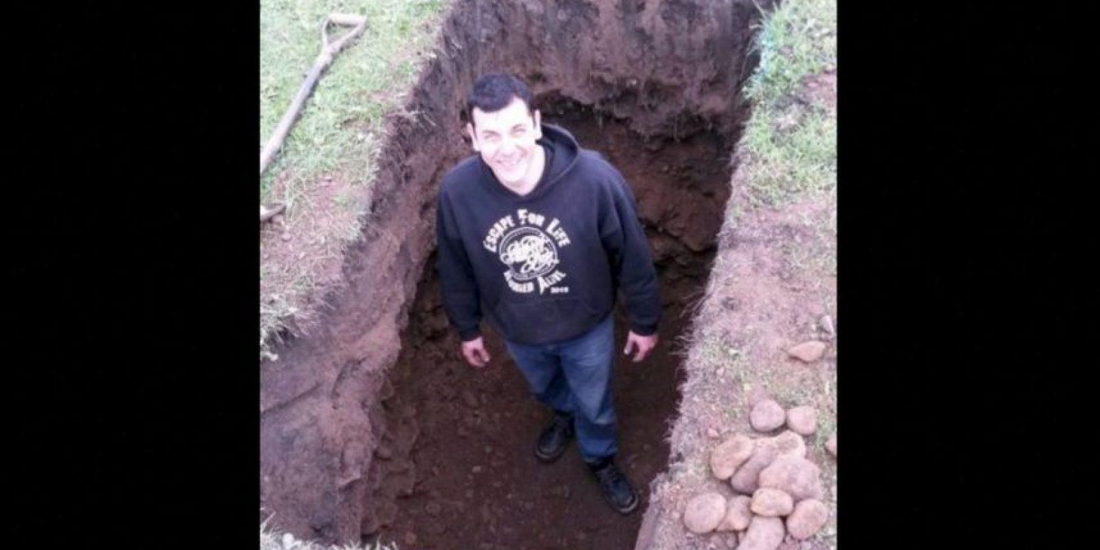 Britton buscaba convertirse en la tercera persona en 100 años en intentar escapar por sus propios medios, después de ser enterrado vivo. Sin embargo, en su intento falló y casi pierde la vida. Foto:Vía Twitter @AntonyBritton