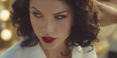 """""""Taylor está vestida como una mujer de la Colonia en un campo africano. El elenco principal del video, incluyendo a su novio y al director, todos son blancos"""", señala la organización de medios National Public Radio en un artículo. Foto:vía YouTube/TaylorSwift"""