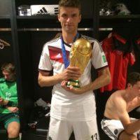 Con la Selección de Alemania fue a los Mundiales de Sudáfrica 2010 y Brasil 2014, en el cual se coronaron campeones. Foto:Vía twitter.com/esmuellert_
