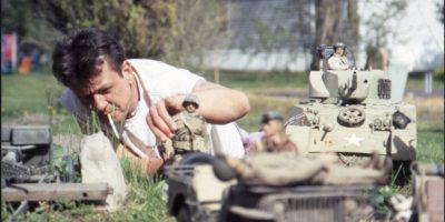 Un fotógrafo crea una ciudad en miniatura denominada Marwencol, que está contextualizada en la Segunda Guerra Mundial. El hombre crea este mundo ficticio luego de sufrir un accidente que lo dejó en coma cerebral Foto:Jeff Malmberg/Open Face