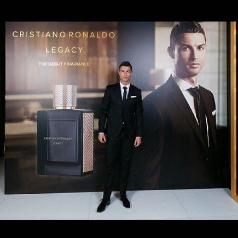 """Además, el astro portugués recién lanzó su línea de perfumes, y su primera fragancia es """"Legacy"""". Foto:Vía instagram.com/Cristiano"""