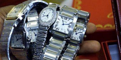 Los relojes de marcas como Cartier o Rolex también son falsificados. Foto:vía AFP