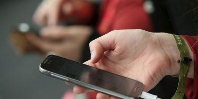 Estas apps envían automáticamente las fotos que han tomado de un dispositivo a otros, por lo que su carpeta puede llenarse rápidamente con fotos de tus contactos. Por eso es recomendable desactivar estos servicios en la opción de Configuración y en el submenú Fotos y Cámara Foto:Getty Images