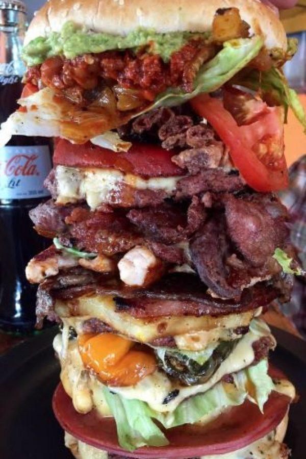 """""""Para hacer broma de la gente que le gusta comer sano"""". Foto:Vía Facebook.com/elcabuss"""