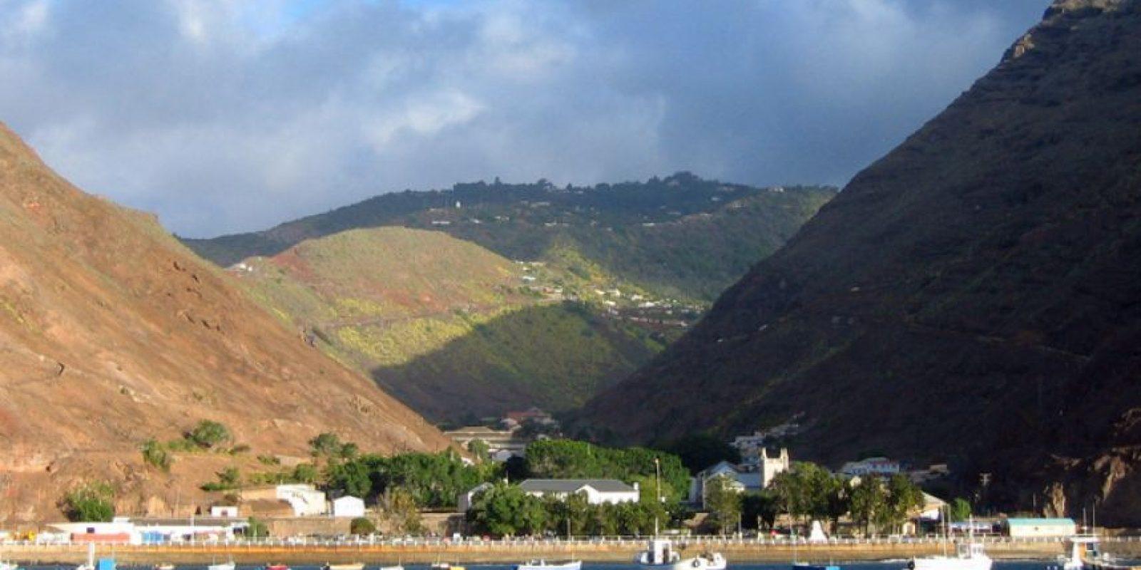 La isla de Tristán surgió de una erupción volcánica en medio del Océano Atlántico. Foto:Vía Wikimedia Commons