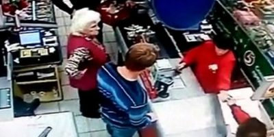 Video: ¡Indignante! Anciana es noqueada por un hombre en el supermercado
