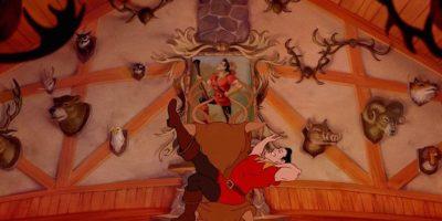 """""""Era un cazador por naturaleza y había una bestia salvaje en el pueblo. Con derechos, tomó una milicia e intentó capturar a la bestia. La chica era rehén, su padre también, así como los sirvientes de la bestia"""". Foto:vía facebook.com/DisneyBeautyAndTheBeast"""