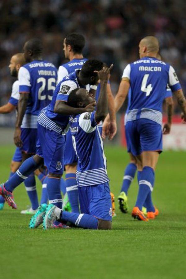 """3. Porto: Los """"Dragones"""" presentaron una iniciativa propia e invitaron a los demás equipos de la UEFA a que se unan en apoyo a los refugiados pues """"es imposible cerrar nuestros ojos al drama de los emigrantes y refugiados que están intentando entrar en Europa"""", declararon en comunicado de prensa. Foto:Getty Images"""