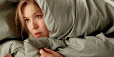 Renee Zellweger no solo ganó 11 kilogramos para interpretar a Bridget, sino que trabajó por un mes en una editorial británica. Lo hizo bajo un alias y usó acento británico, y al parecer nadie la reconoció. Foto:Vía imdb.com