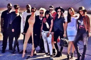 """""""Mi trabajo fue tratar de tomar los 15 minutos de fama de mis niñas y convertirlos en 30"""", confesó en una entrevista con CNN, la madre de estas hermanas. Foto:vía instagram.com/kimkardashian"""