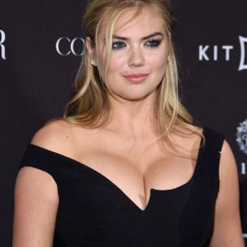 El vestido de Kate Upton parecía incapaz de sostener su busto. Foto:Getty Images