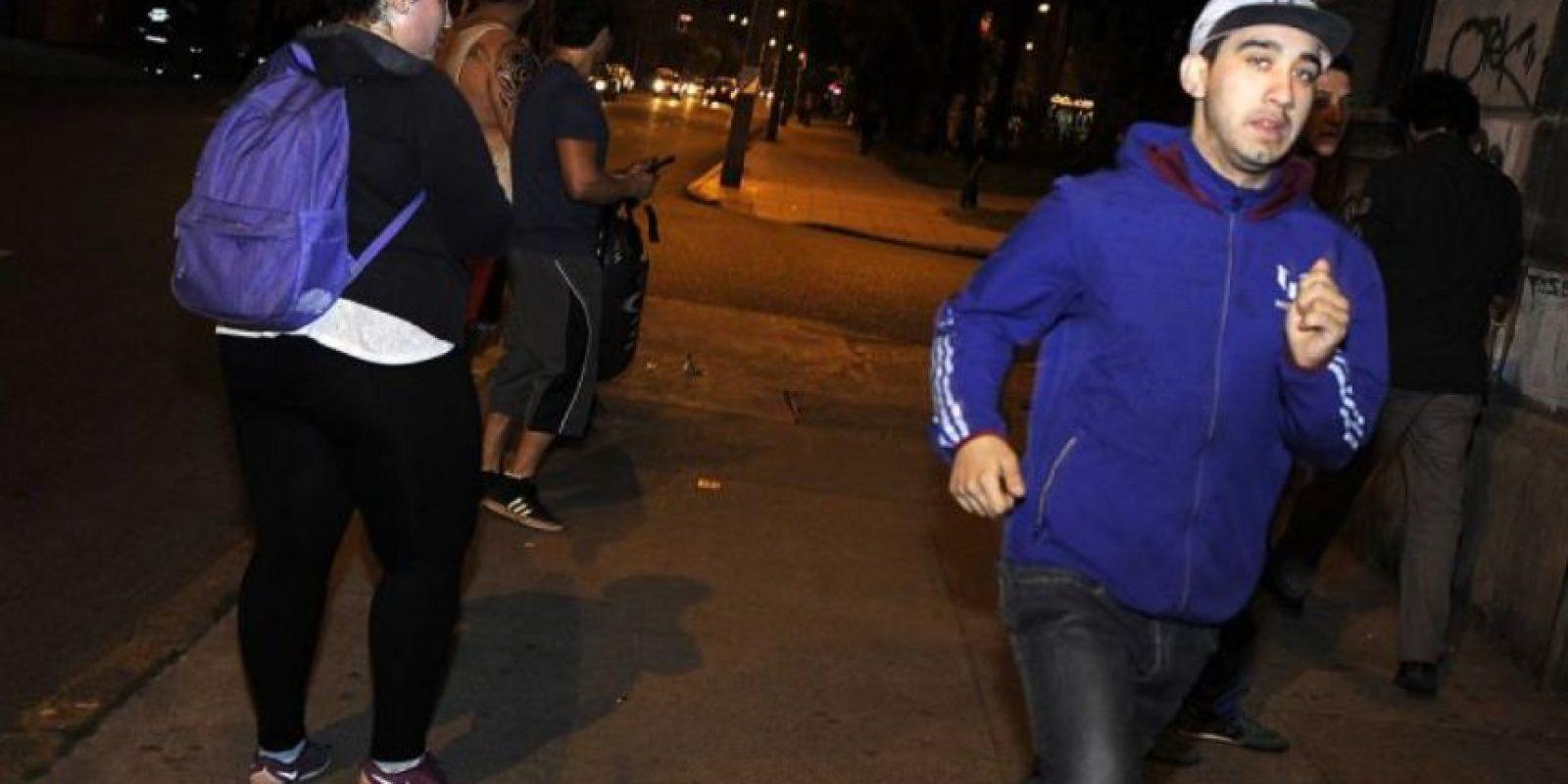 Así se evacuó en Valparaíso. Foto:vía Agencia Uno/Publimetro Chile