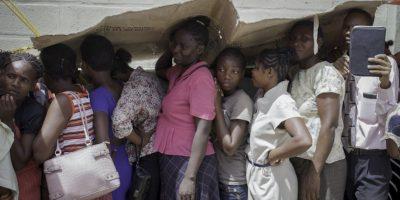 Haitianos esperan para recibir una consulta médica. Foto:AFP