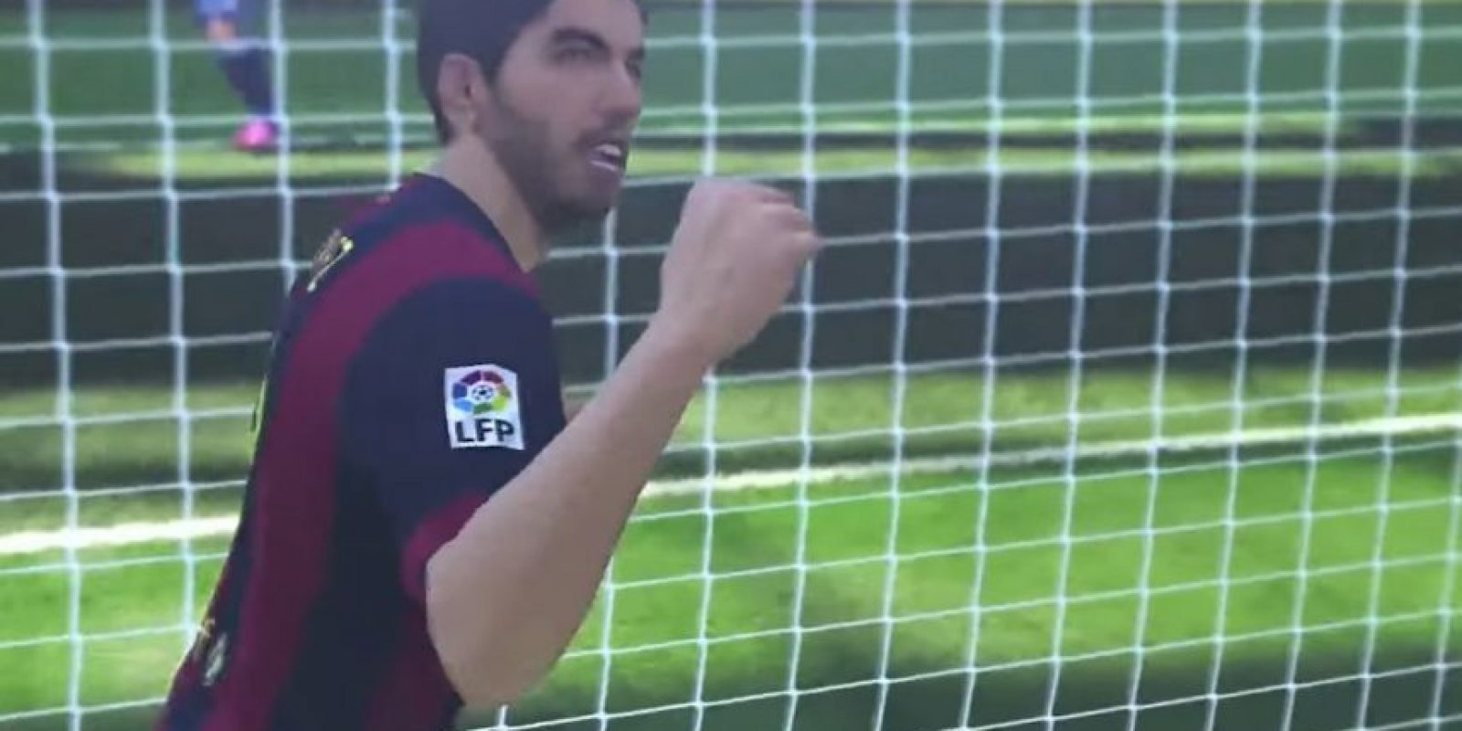 El uruguayo Luis Suárez con el puño en alto después de anotar gol. Foto:Konami
