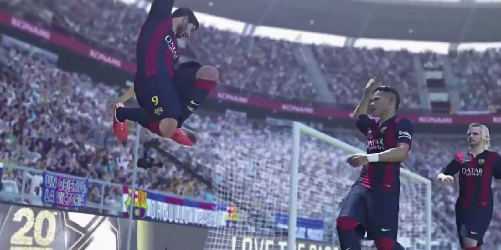 También da un salto en el aire mientras uno de sus compañeros va a su encuentro. Foto:Konami