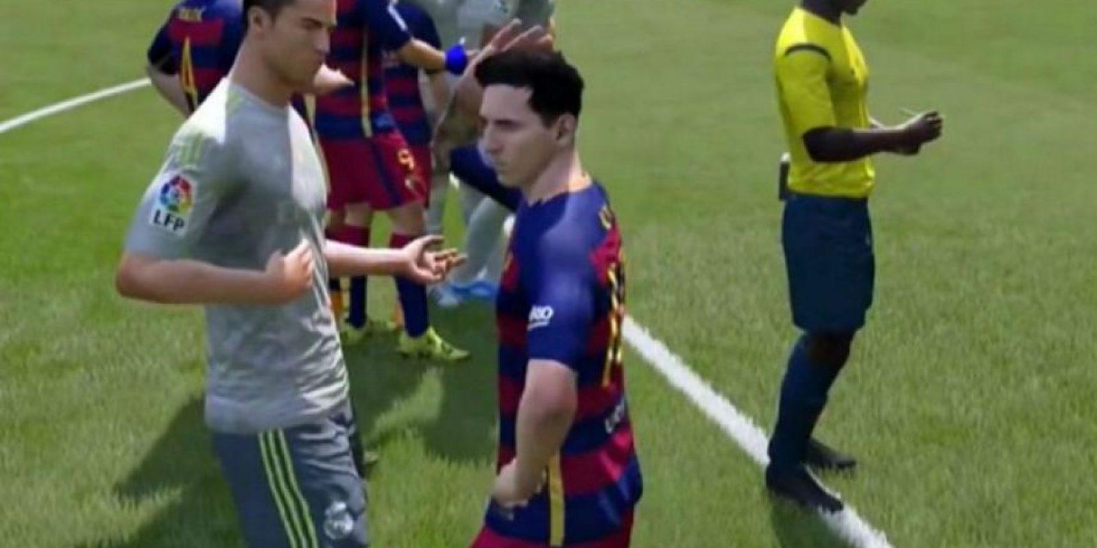 """Cristiano Ronaldo y Lionel Messi discutiendo en el """"FIFA 16"""". Foto:vía YouTube.com"""