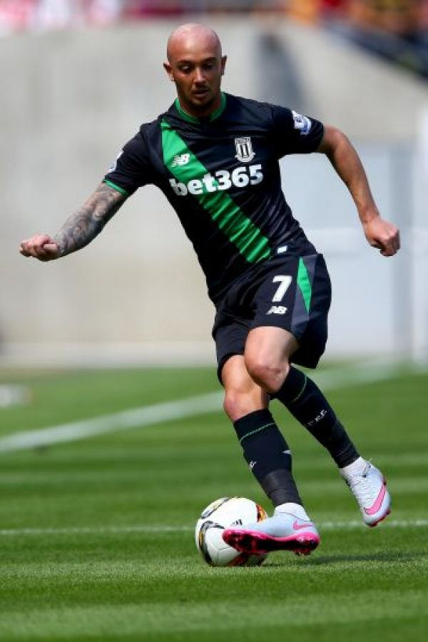 """El jugador del Stoke City no ama al fútbol y se siente """"estancado"""" practicando este deporte. """"El fútbol es una mierda ¿por qué me quedo atascado haciéndolo?"""". Foto:Getty Images"""