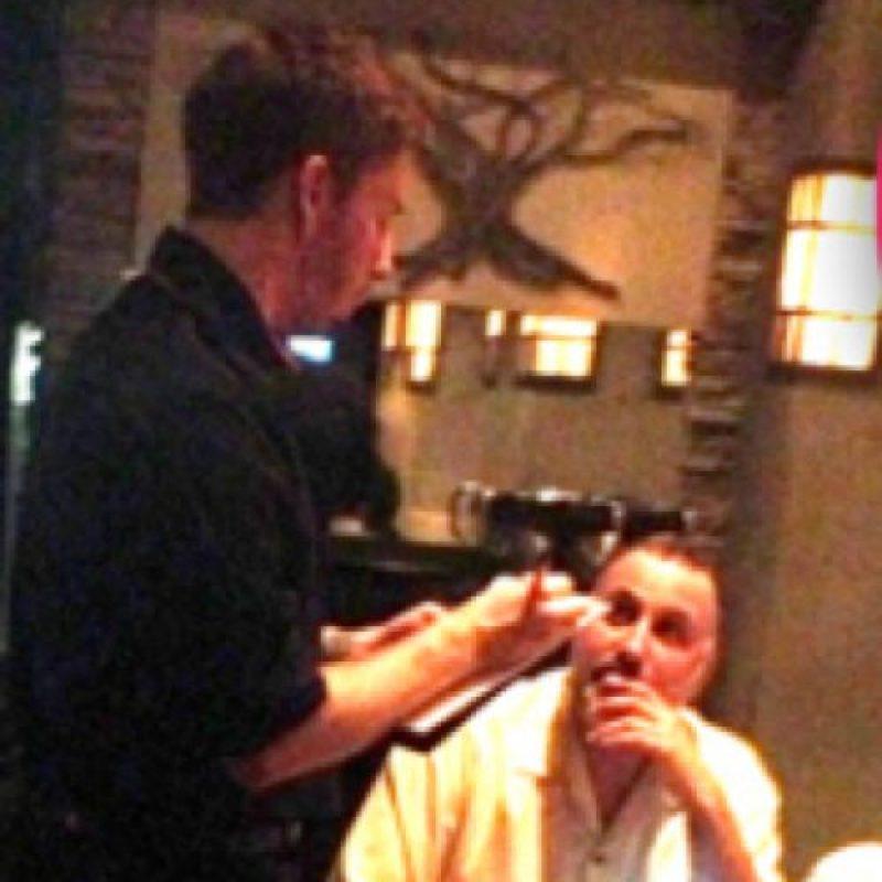 Lo vieron trabajando de camarero en 2012. Foto:vía Twitter