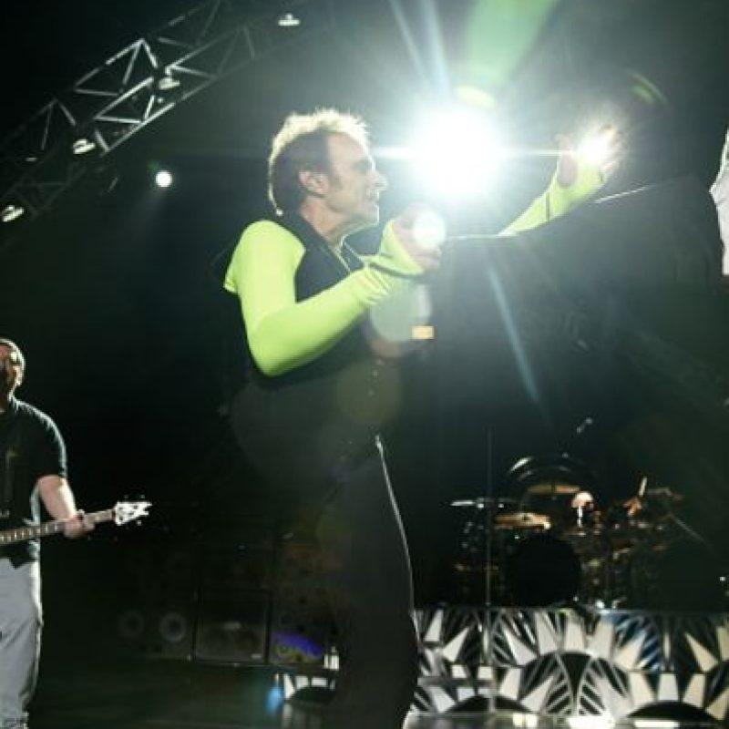 Eso, hasta que se reunió con la banda. Le tocó raparse para que no lo reconocieran. Foto:vía Getty Images