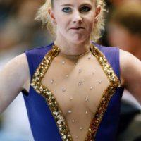 Tonya Harding, patinadora artística, fue famosa por mandar a golpear a su rival, Nancy Kerrigan, en 1994, antes de los Olímipicos de Invierno. Esto le costó su salida de ese deporte. Foto:vía Getty Images