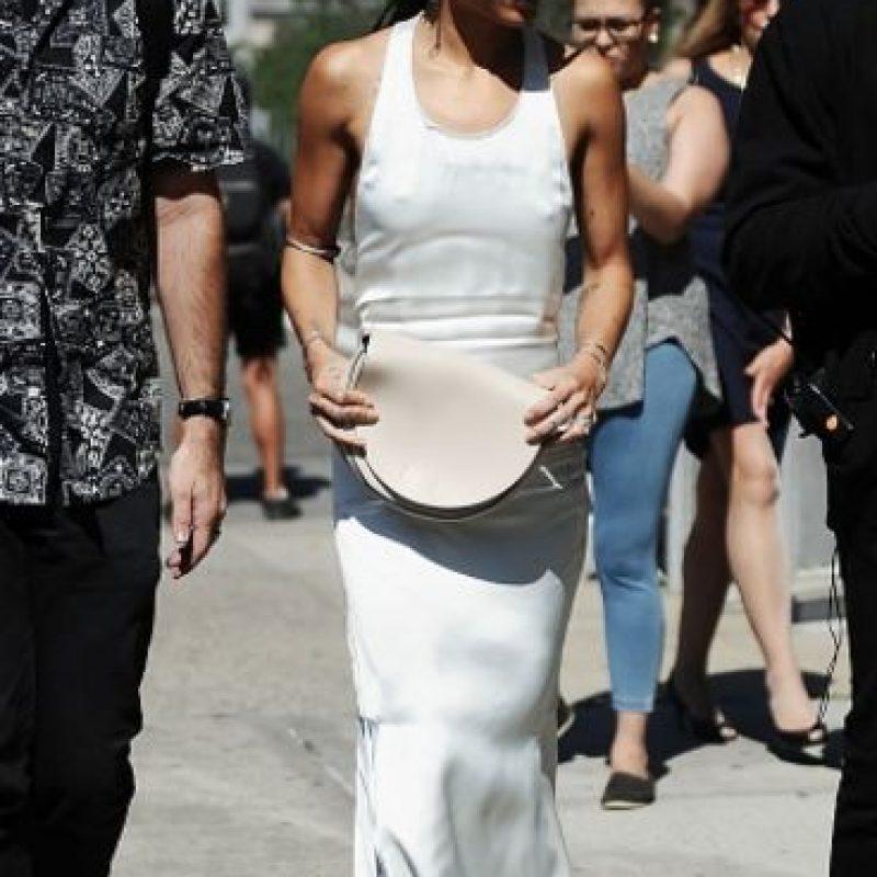 Está bien ir con un look minimalista si asistes a un desfile de Calvin Klein. Foto:vía Getty Images