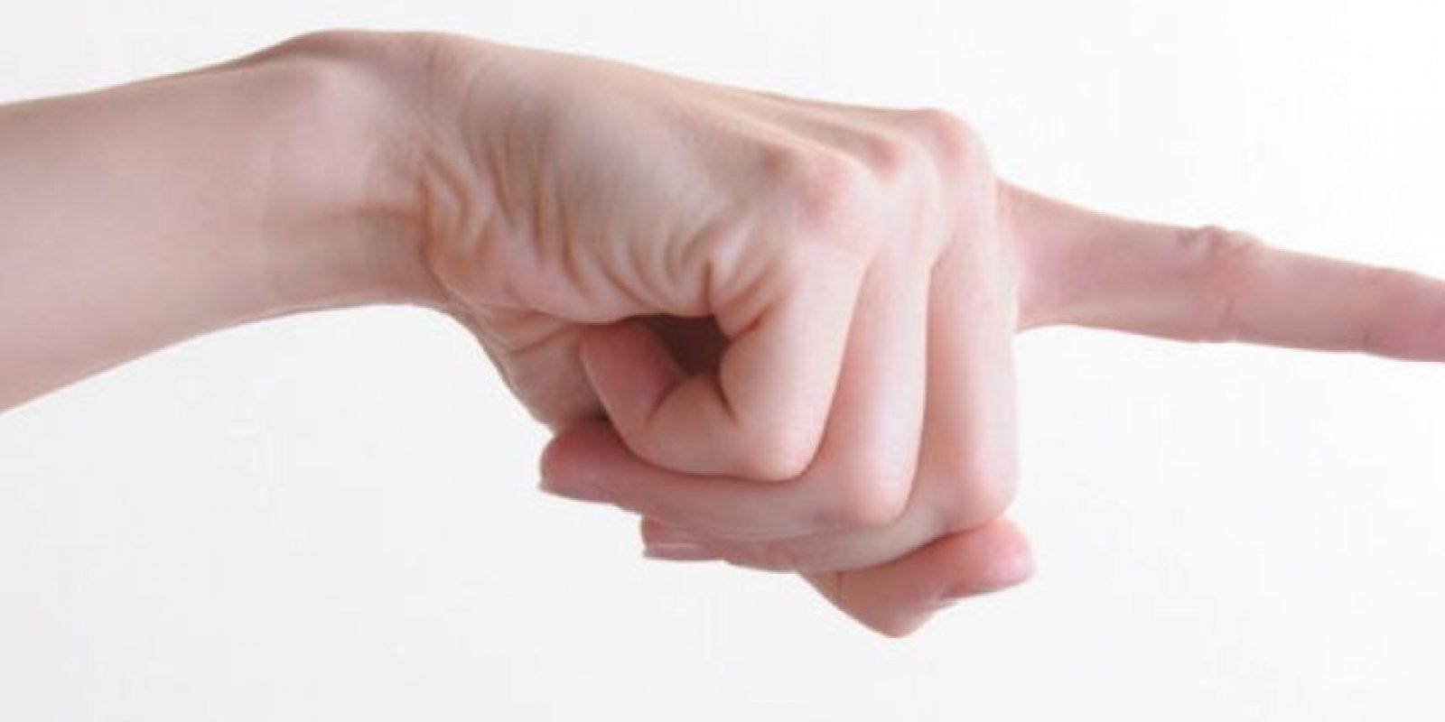 La celotipia se manifiesta de esta forma: Cuando la persona desconfía de su pareja y la interroga sobre sus compañeros o compañeras del trabajo o de la universidad. Foto:Tumblr