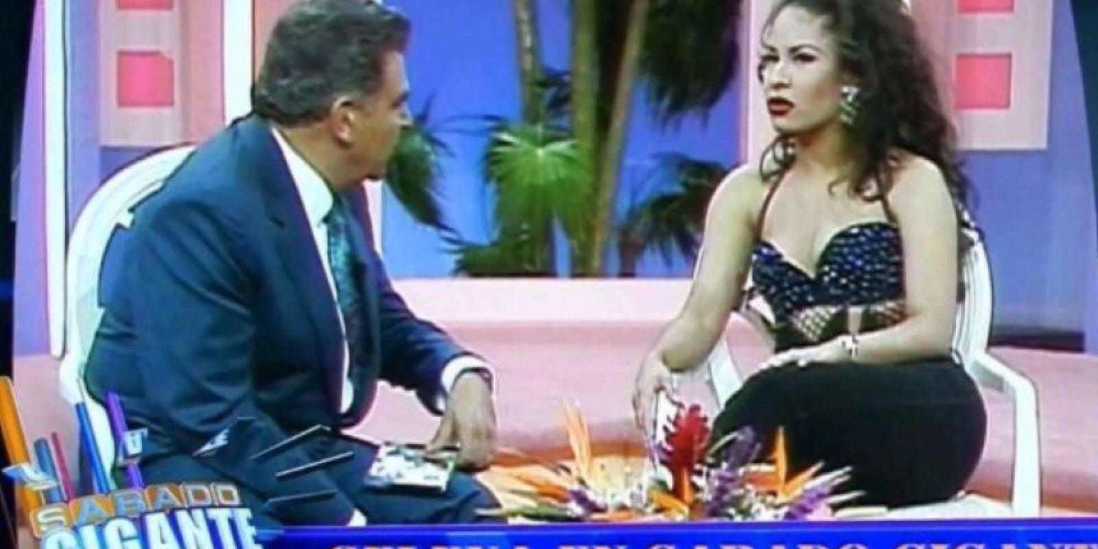 """En 1995, Selena y su banda Los Dinos llegaron a """"Sábado Gigante"""" para contagiar al público hispano con su música. Foto:Vía Twitter"""