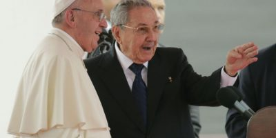 Raúl Castro agradece al papa gestiones para restablecer relaciones con Estados Unidos