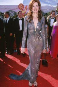 Geena Davis en 2000, tratando de imitar- pobremente- a JLo con su Versace. Foto:vía Getty Images