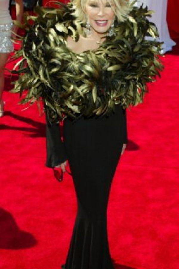 Joan Rivers mató a un pavo real y se coronó con las plumas en 2003. Foto:vía Getty Images
