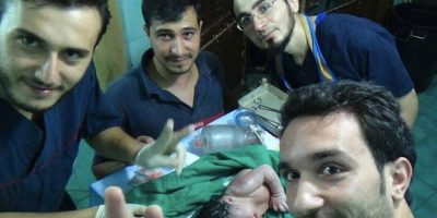 Médicos sirios salvan a bebé que nació con pedazo de fusil en la cabeza